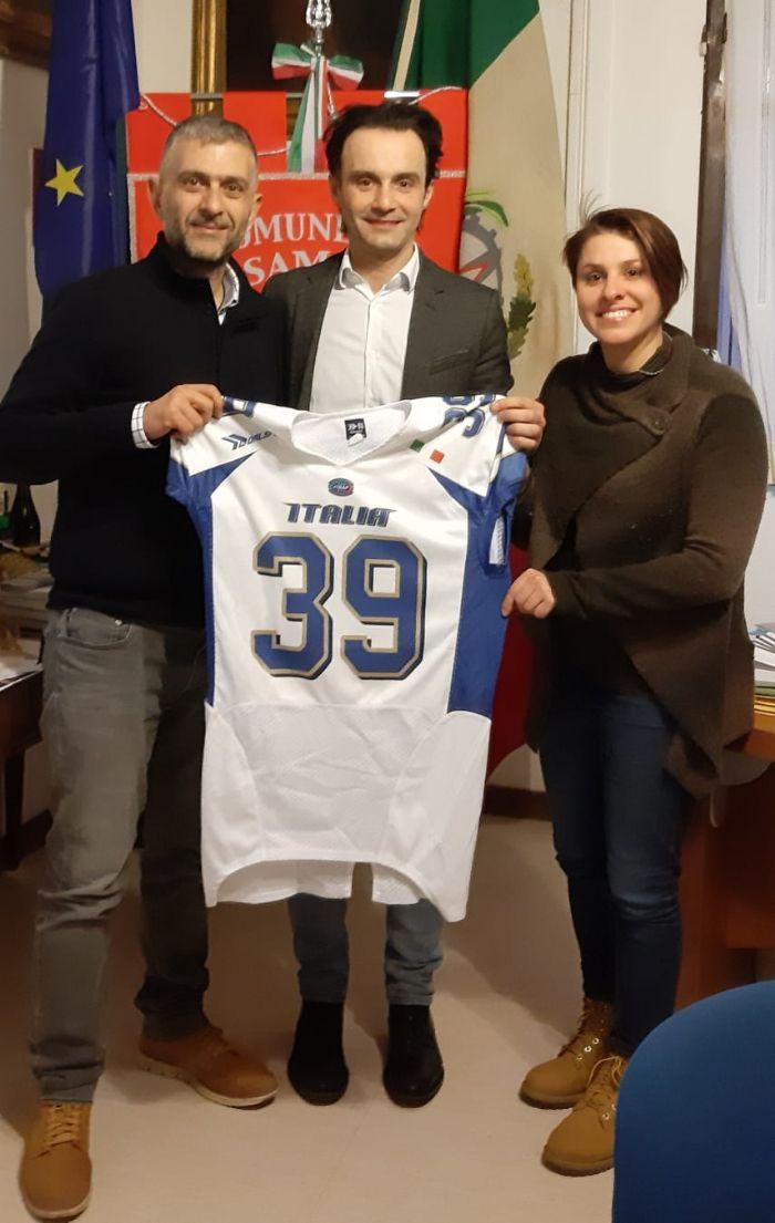 Fabio Tortosa con Daniele Ruscigno, Sindaco di Valsamoggia, e Federica Govoni, Assessore al Turismo dello stesso Comune.